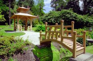 Dřevěný zahradní můstek
